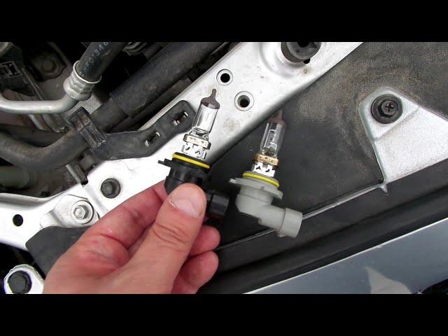 Как заменить лампу ближнего света toyota corolla - В левой фаре машины Тойота Королла